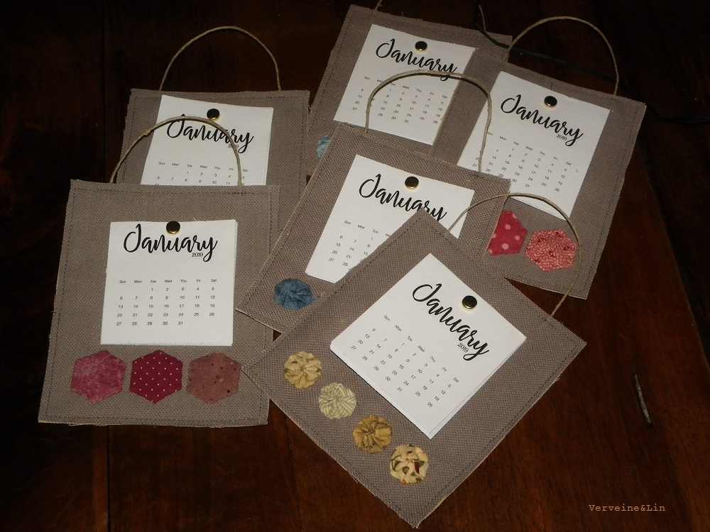 calendriers miniatures en lin avec hexagones ou yoyos de tissu