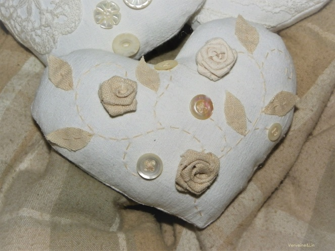 coeur parfumé en linge ancien et roses de tissu