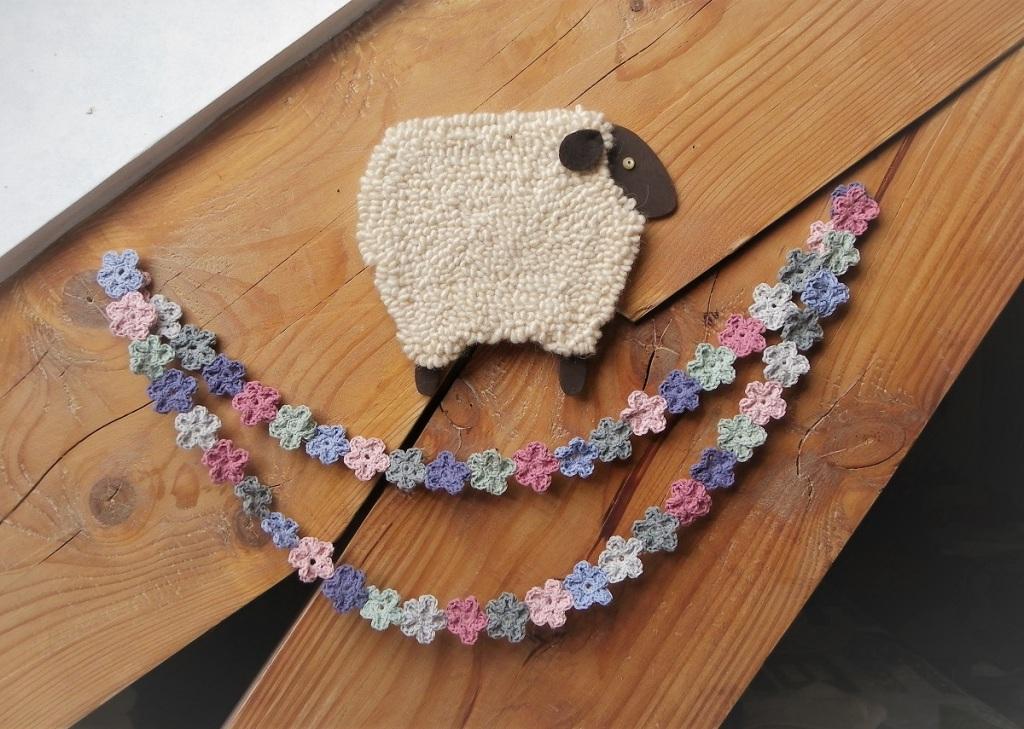guirlande de fleurs au crochet