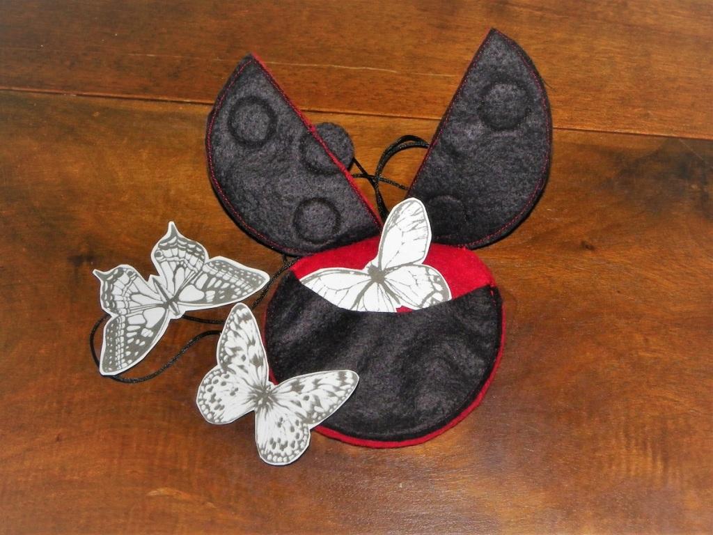 Miraculous Ladybug en feutrine et papillons de papier