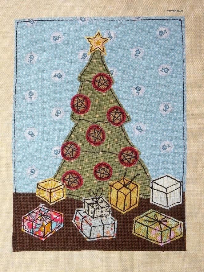 livre textile Le Village du père Noël appliqué collé et broderie free motion